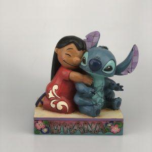 "Disney Traditions Showcase Lilo & Stitch ""Ohana Means Family"" Handbeschilderd"